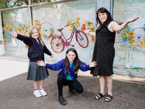Nancy Turner, Poppy Smith and artist Amy Smith