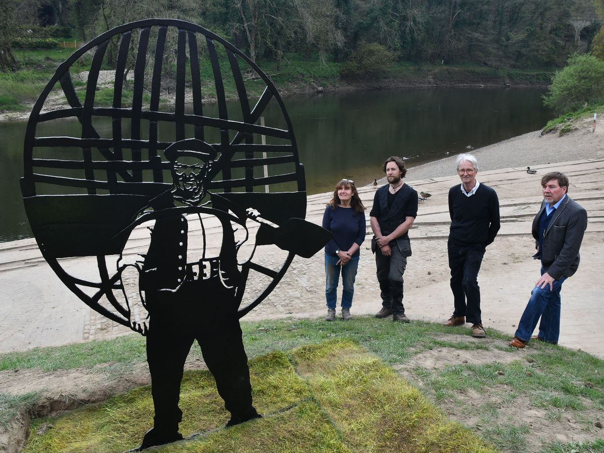 The iron sculpture of Ironbridge coracle man Tommy Rodgers with LtoR Marion Blockley,, sculptor Luke Perry, Graham Peet and  Wayne Owen (relative of the Rodgers family) picture by DAVID BAGNALL