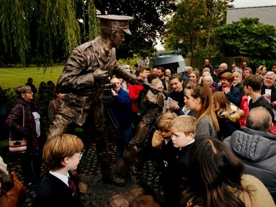 Wilfred Owen statue unveiled in Oswestry - with video and pictures