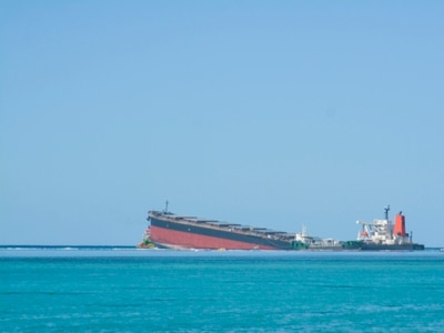 Leaking oil ship splits apart near protected areas off Mauritius