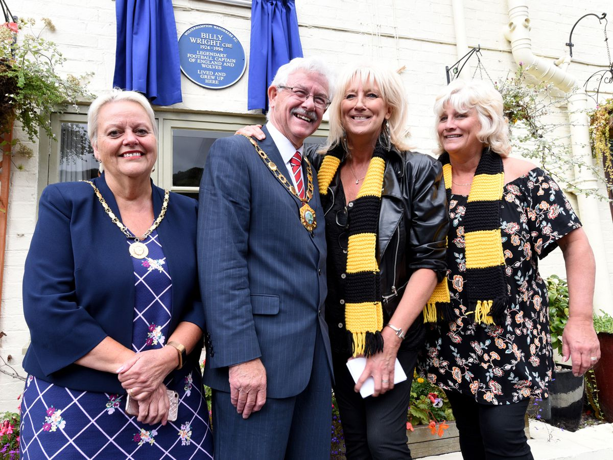 Billy Wright's daughters Vicky and Babette, right, with Mayor and Mayoress Stephen and Shirley Reynolds