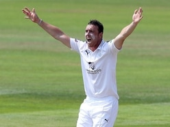 Kyle Abbott takes nine wickets as Hampshire hamper Somerset's title hopes