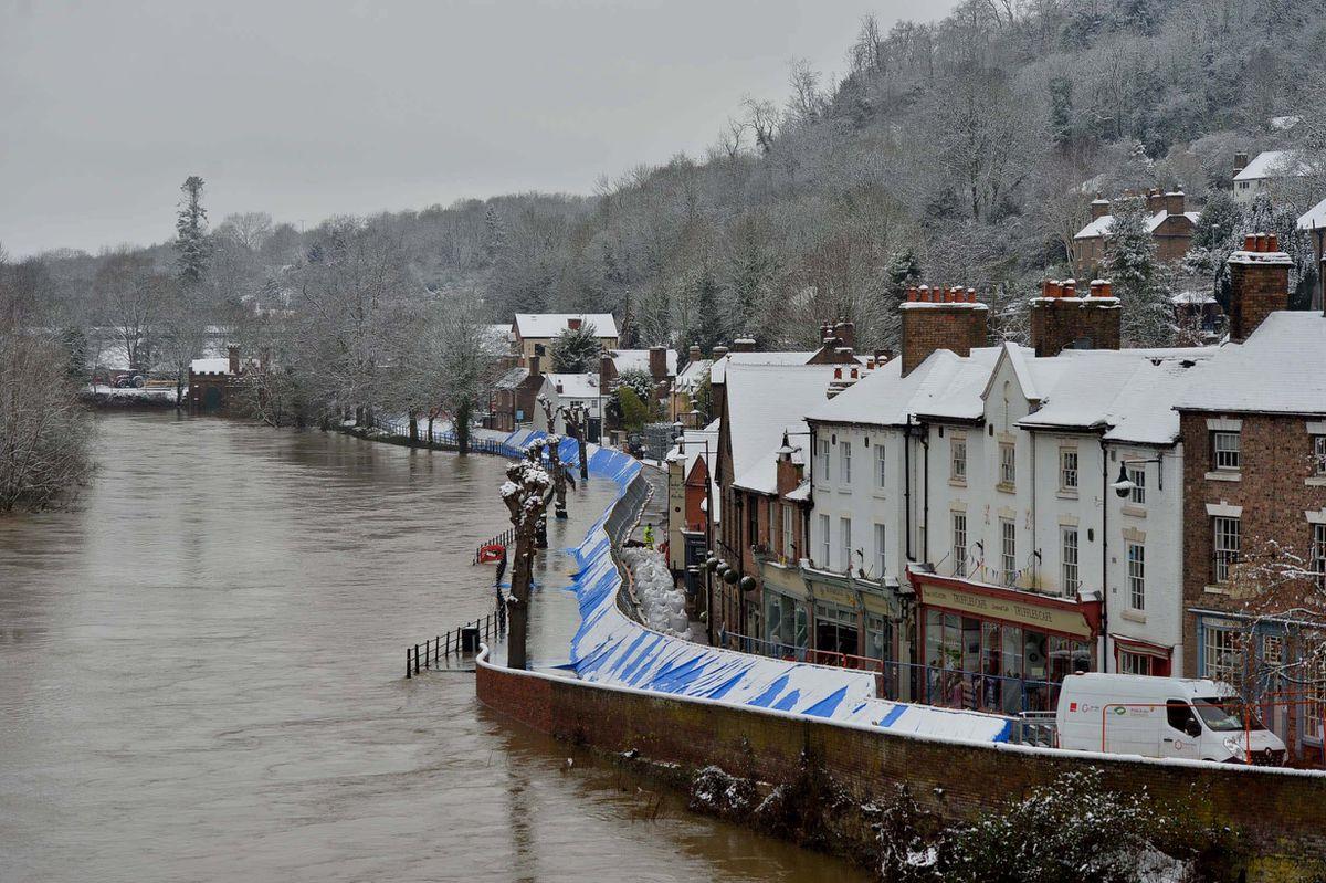 Snow hits Ironbridge flood barriers