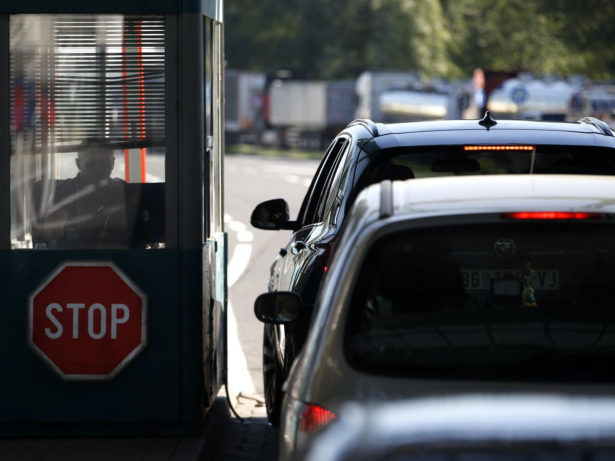 People in cars wait at the Horgos border crossing into Hungary from Serbia