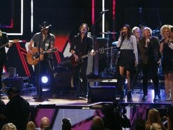 Country stars honour Las Vegas shooting victims at CMT Artists show