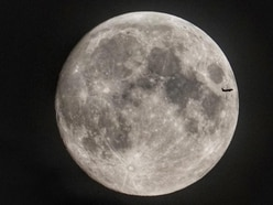 Nasa chief casts doubt on 2024 moon landing by astronauts