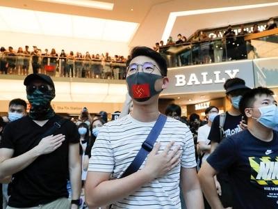 Hong Kong protesters vandalise subway station