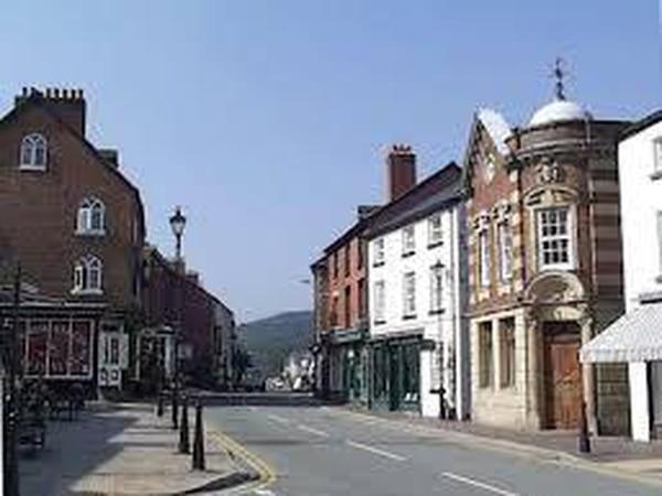 Street market returns to Llanfyllin