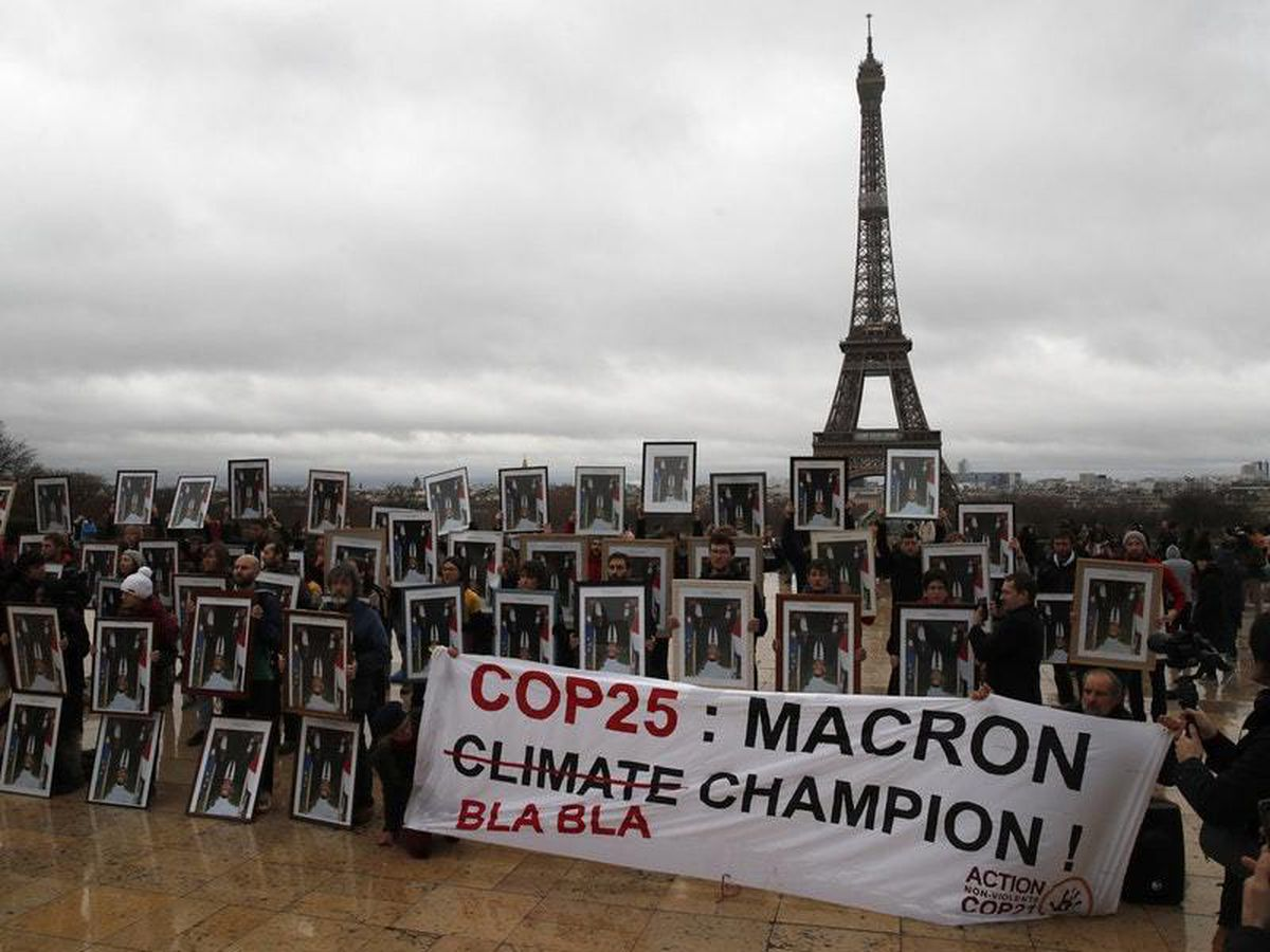 Macron portrait protesters in call for more climate change action