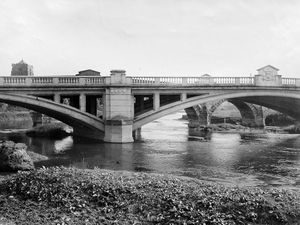 nostalgia pic. Atcham. An Atcham bridge picture in the Shropshire Star picture archive. River Severn bridges. The print merely says 'Atcham Bridge, Salop' on the back so there is no date. Looks one of our older prints - not impossibly 1930s. Handwritten on the back, but crossed out, is 'obsolete, changed now.' Library code: Atcham nostalgia 2020..