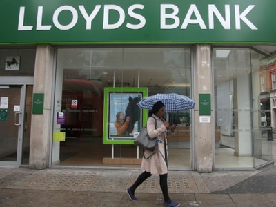 Lloyds to axe about 780 branch jobs