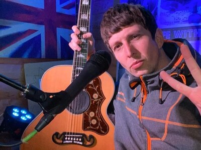 Shrewsbury singer Andy plays to more than 1,000 across the globe from his shed