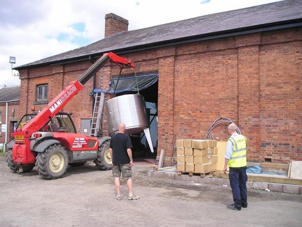 Lifting the barrels into Ludlow Brewery