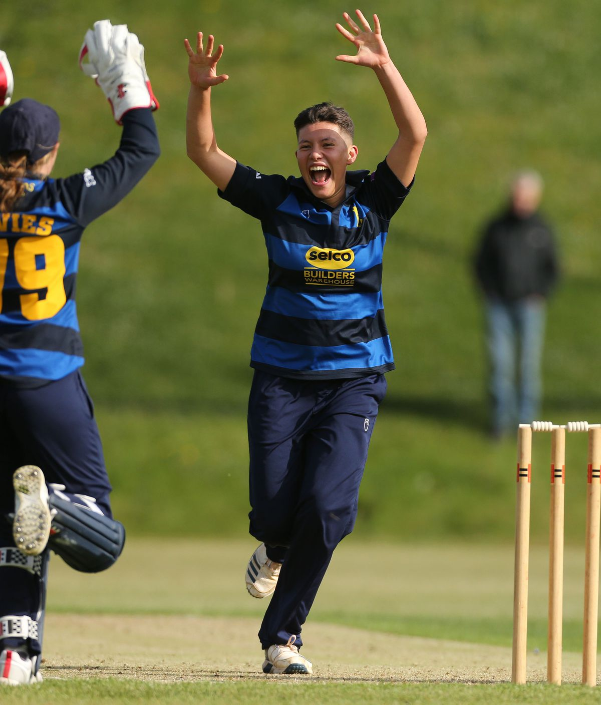 Issy Wong of Warwickshire celebrates taking a wicket (Photo: Tony Marsh)