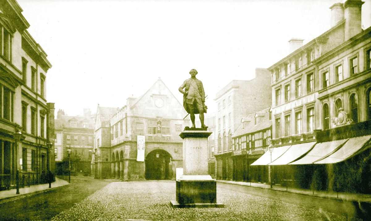 A photo of the statue of Robert Clive believed to have been taken in the late 19th century