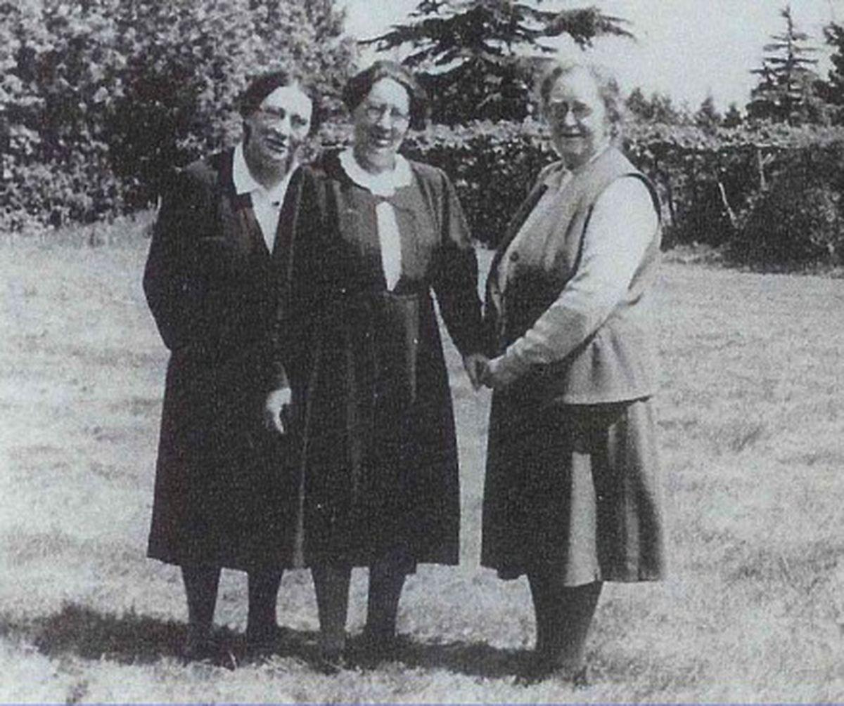 From left, teacher Bertha Kahn, Paula Essinger, and Anna Essinger