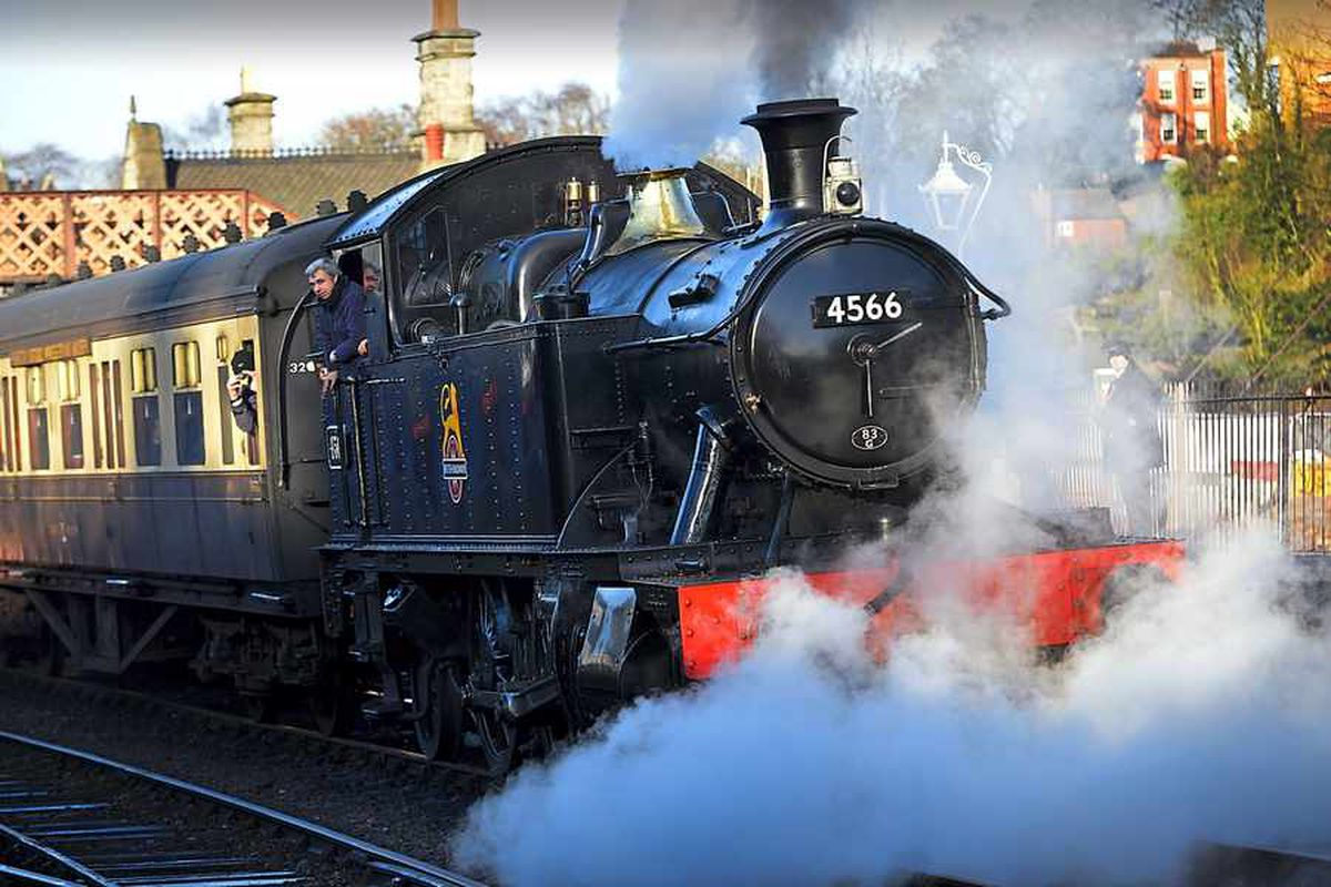 Locomotive steams into Severn Valley Railway station for last time before undergoing repairs - with video