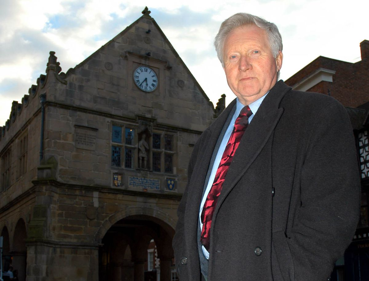 David Dimbleby has a walkabout in Shrewsbury ahead of the 2004 show.