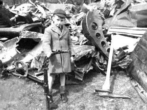 The unidentified Shropshire schoolboy with a twisted machinegun from the wrecked German bomber on Clee Hill.