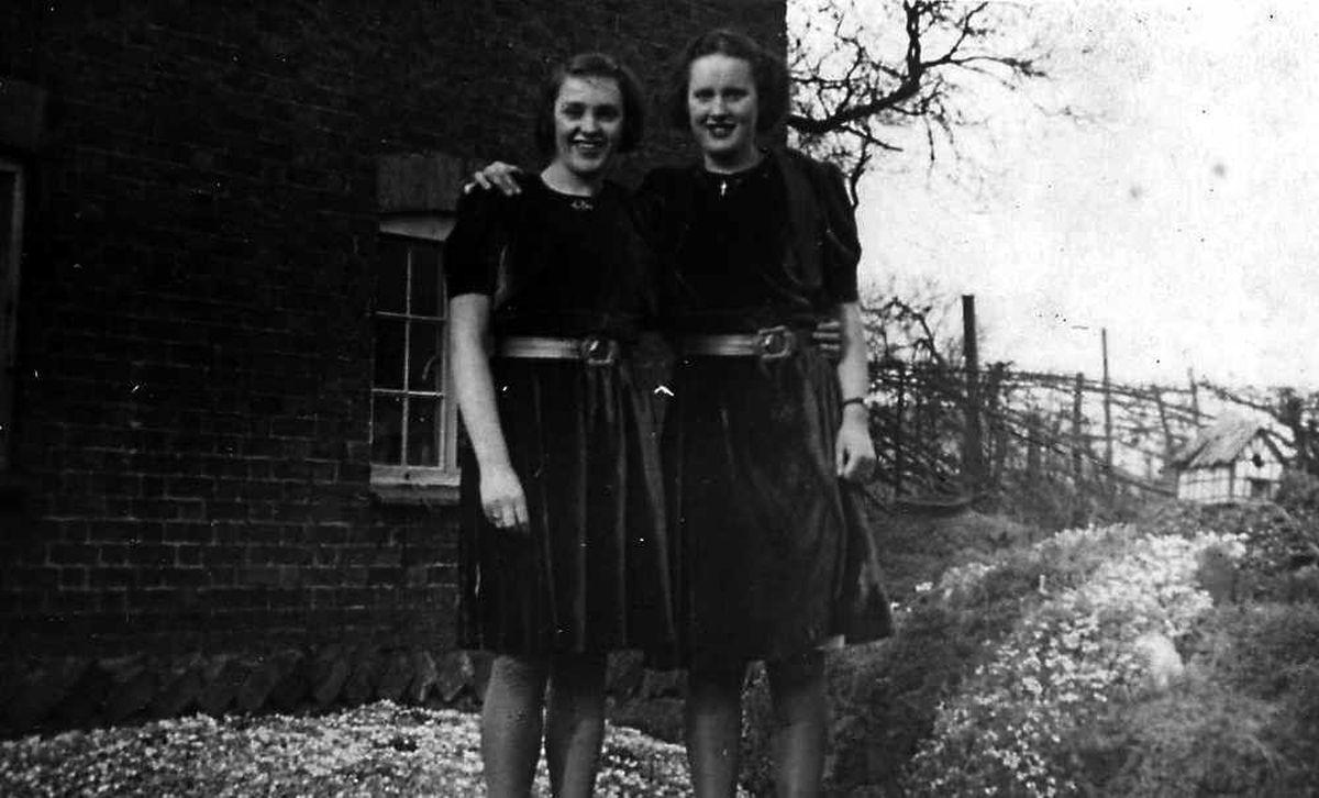 Shropshire sisters Lorna and Edna Ellison, who befriended the assassins Josef Gabcik and Jan Kubis. Photo from John Martin.