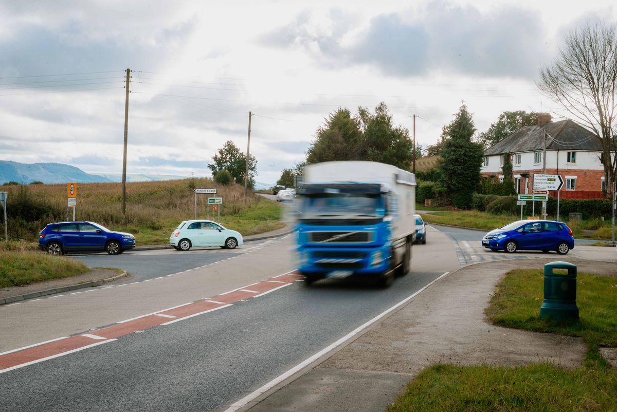 Llynclys crossroads