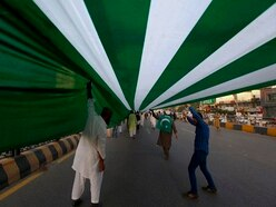 Pakistanis hoist three-mile Kashmir flag in solidarity march