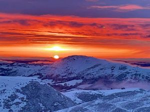 A stunning snowy sunrise on the Long Mynd. Photo Shropshire-based artist @Aneedtopaint on Twitter