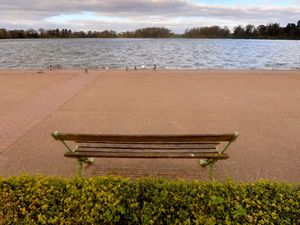 BORDER COPYRIGHT SHROPSHIRE STAR STEVE LEATH 28/03/2020..Pics of Shropshire patch beauty spots void of people due to lockdown:    Ellesmere at the Mere. Empty park spaces, empty benches etc..