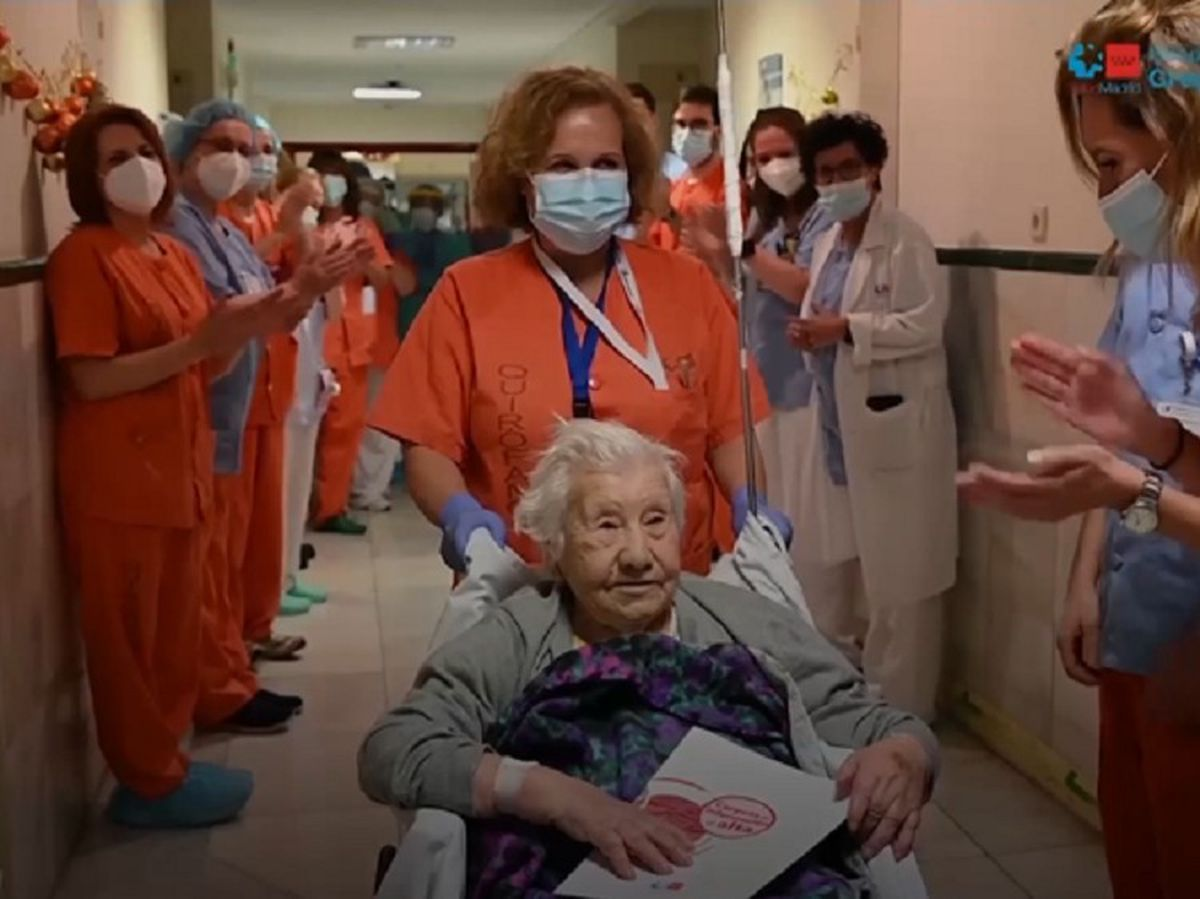104-year-old woman discharged from hospital in Madrid, Spain after recovering from Covid-19