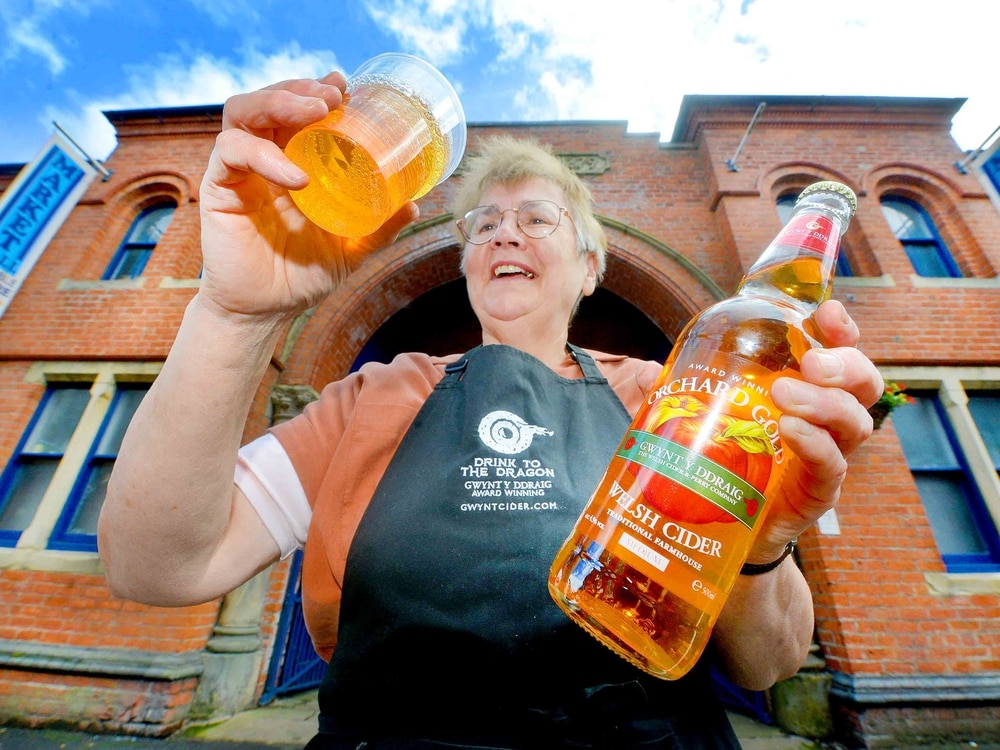 Cheers! Foodies turn out for Ellesmere festival - with pictures