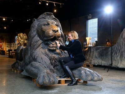 Lions modelled on Trafalgar Square statues do a roaring trade at auction
