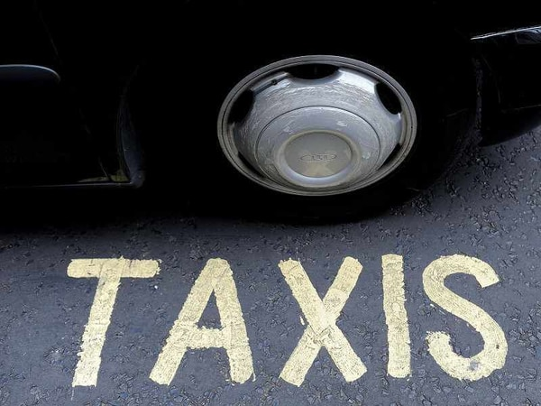 Taxi driver keeps licence despite offences