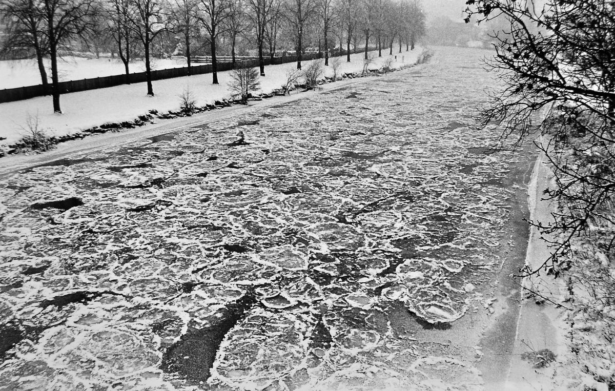 The number of occasions that the River Severn has frozen over are few and far between, and perhaps the nearest we have come in modern times is the famously harsh winter of 1981-1982. This picture was taken at Shrewsbury on January 15, 1982, when ice floes had formed.