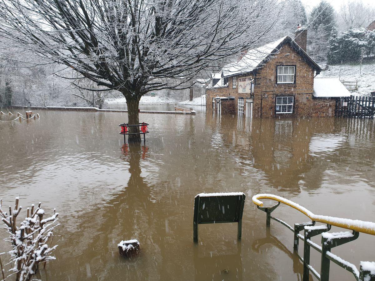Flooding and snow in Jackfield on Sunday. Photo: Andrew Maczka