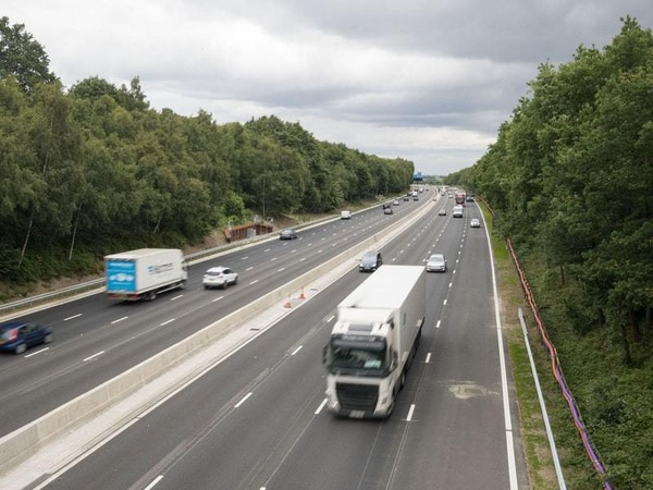 Near-misses on smart motorway up 20-fold, figures suggest