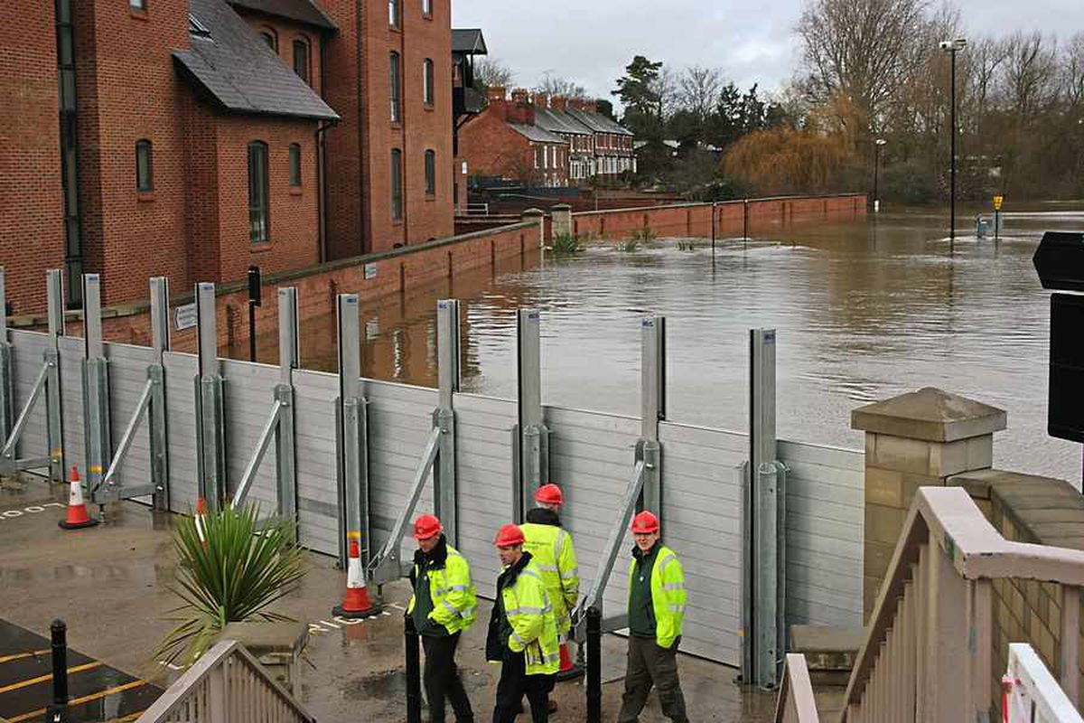 Flood barriers go up in Frankwell