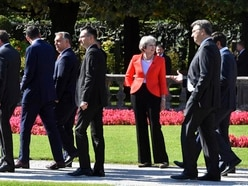 What are the choices facing the PM as the Brexit deadline draws nearer?