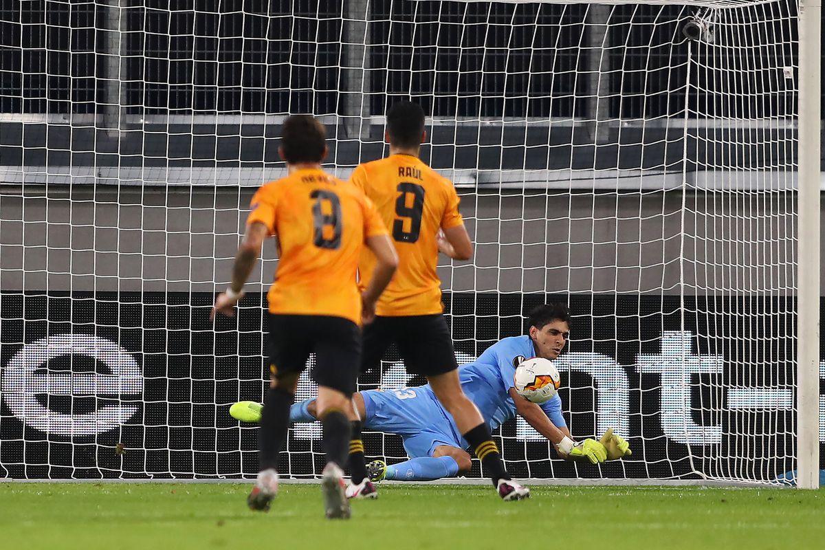 Raul Jimenez of Wolverhampton Wanderers has a penalty saved (AMA)