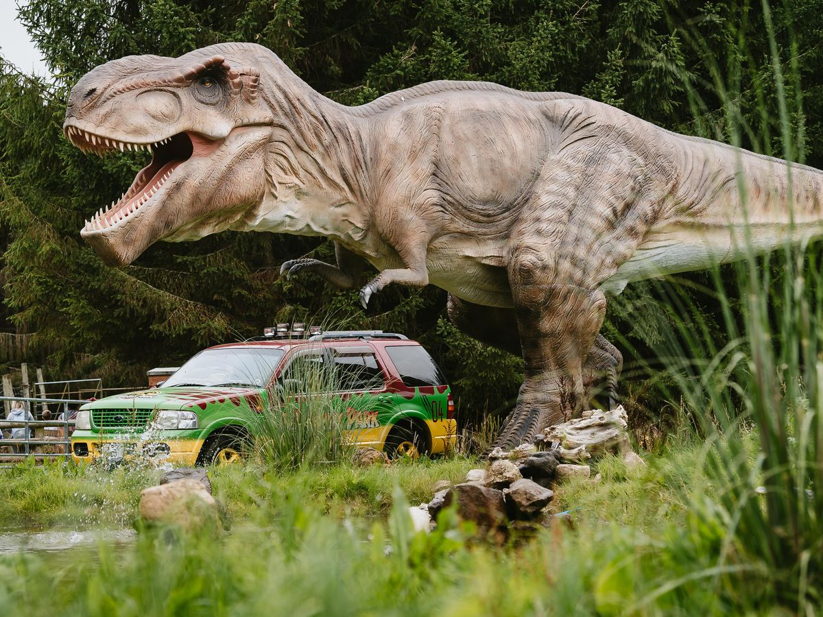 Hoo Zoo and Dinosaur World hosted the Jurassic Park Motor Pool for a screening of the classic film