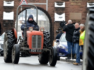 Vintage trip for old tractors in Bridgnorth fundraiser - with video and pictures