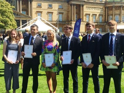 Ellesmere students visit Buckingham Palace to collect Duke of Edinburgh awards