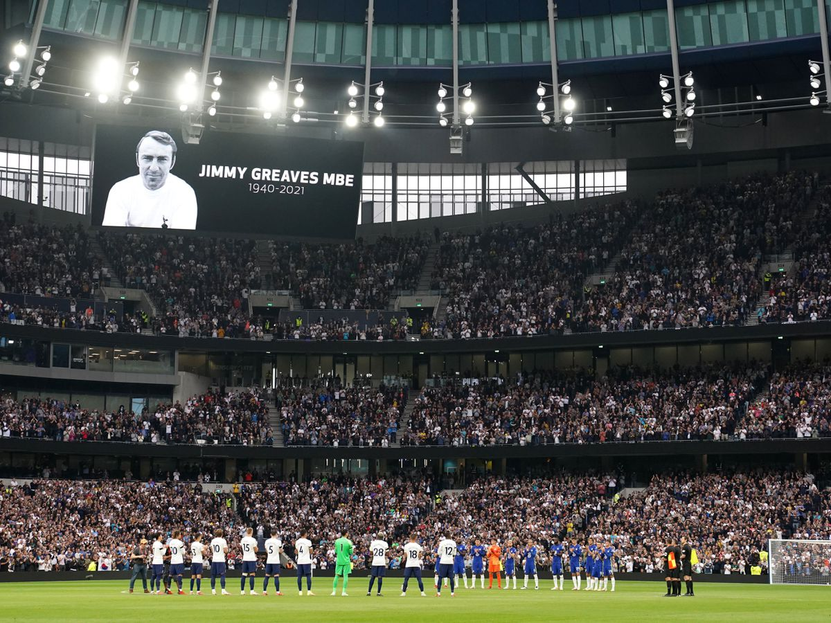 There was a minute's applause in honour of Jimmy Greaves before Tottenham played Chelsea
