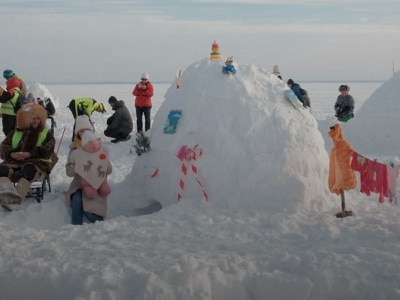 Igloo festival attracts hundreds to Siberian reservoir