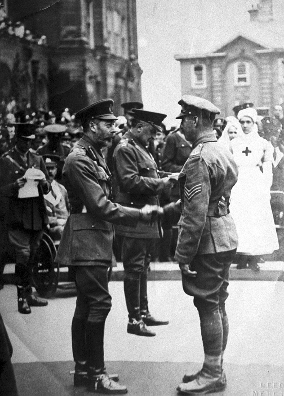 Sergeant Whitfield receives the Victoria Cross from King George V.