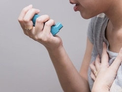 What to do if someone you're with is having an asthma attack