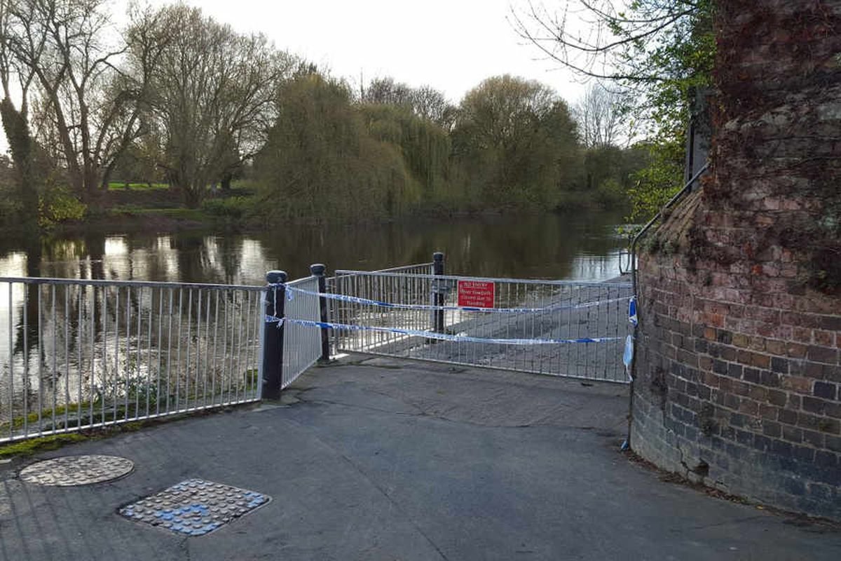 Footpaths closed during the search. Photo: Tom Stokes @thetomstokes