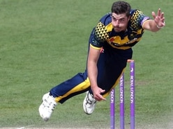 Glamorgan ease past Leicestershire to reach T20 Blast Finals Day