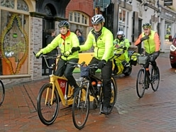 Children In Need: Oswestry crowds welcome Rickshaw Challenge