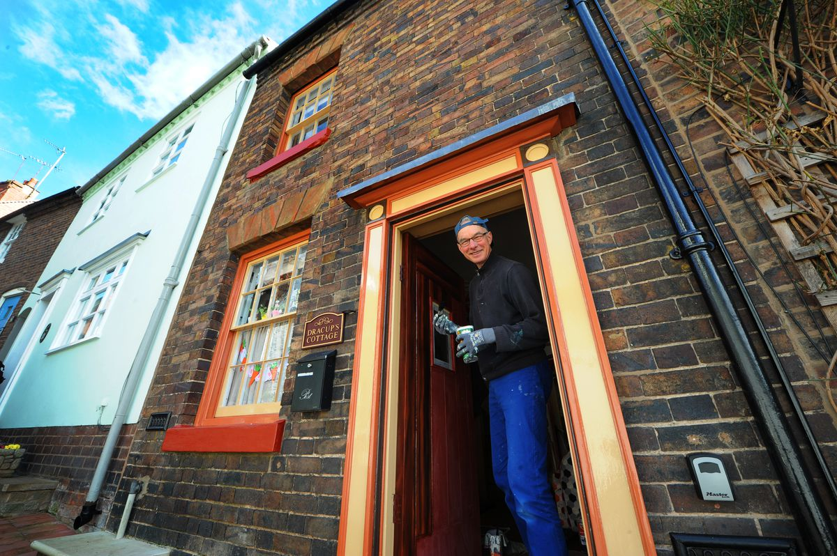 Dennis Dracup painting his father's old house in Bridgnorth