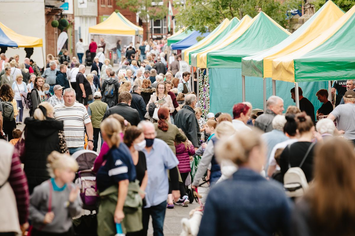 NORTH COPYRIGHT SHROPSHIRE STAR JAMIE RICKETTS 25/09/2021 - Ginger and Spice Festival 2021 in Cheshire Street, Market Drayton..